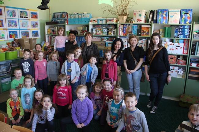 世界一周夫婦ゆめ実現@妻 ポーランド第二の都市ポズナンの小学校にて