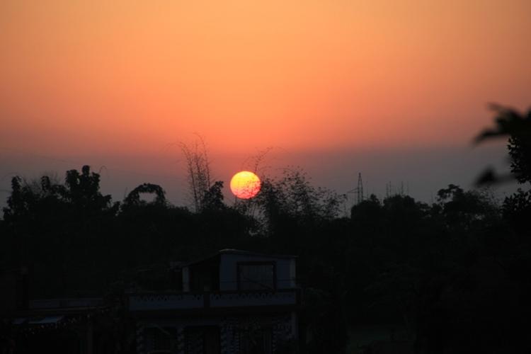 ネパールの日の入り 生水はだめよ