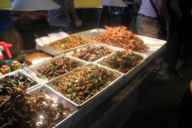 タイの食用虫屋台