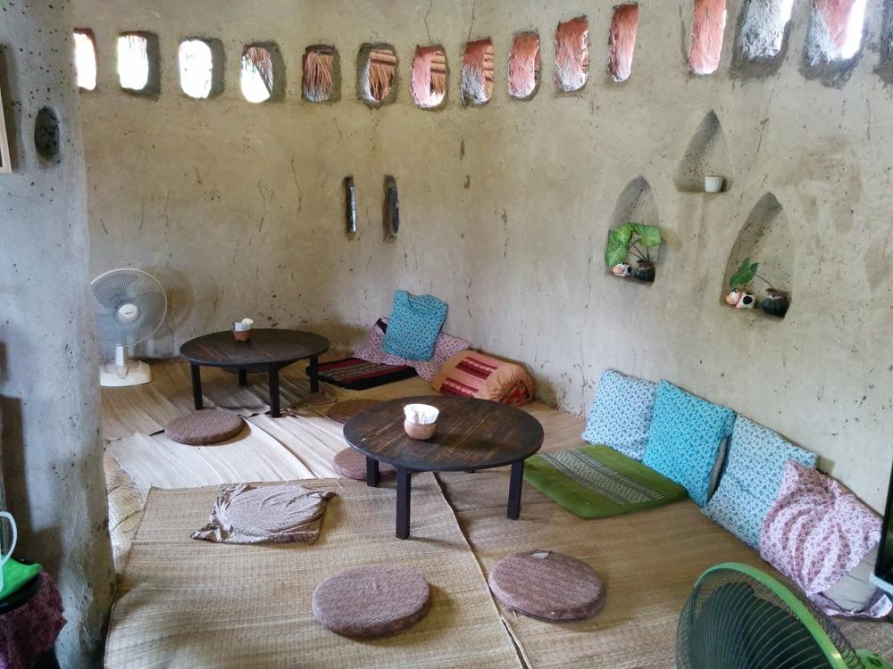 土で作られた地球に優しいアートなカフェ!Ramon Cafe(ラモンカフェ)
