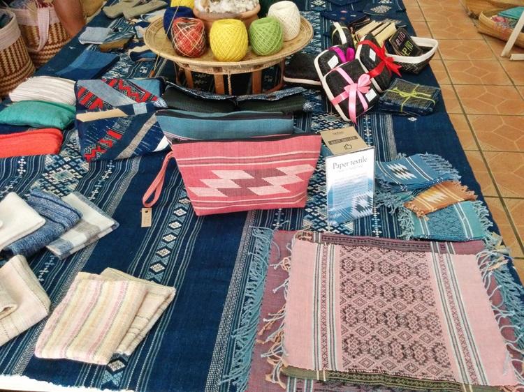 1・ラオス山岳民族の手工芸品!自分へのお土産に「伝統の織物」