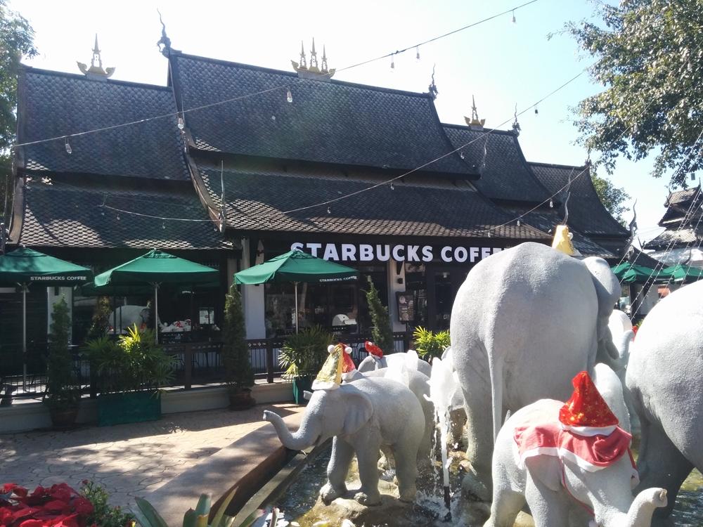 タイ伝統様式のランナー建築のstarbucks(スターバックス)